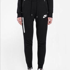 Pants - Nike tech jogger
